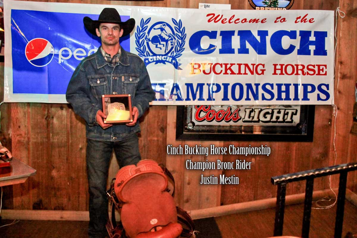 cinch-world-class-bucking-horse-championship-2014-awards-bronc-rider